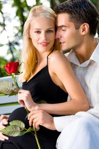 Романтический подарок, красная роза для любимой девушки. Картинка, аватарка для прекрасной девушки.